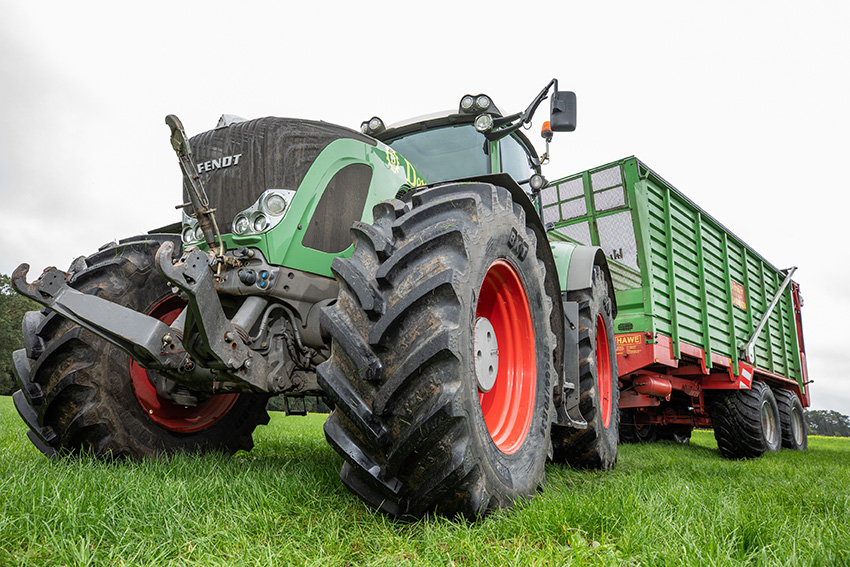 IF tyres and VF tyres for tractors ensure greater soil protection.